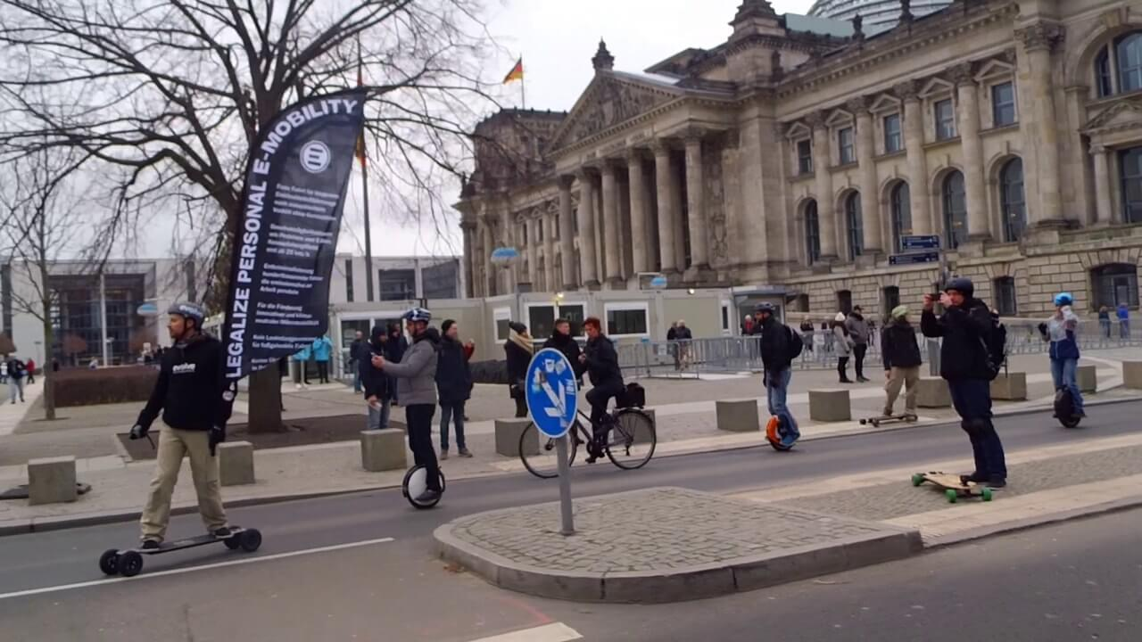 Berlin-eMotion-Demonstration-elektro-Mobility_19